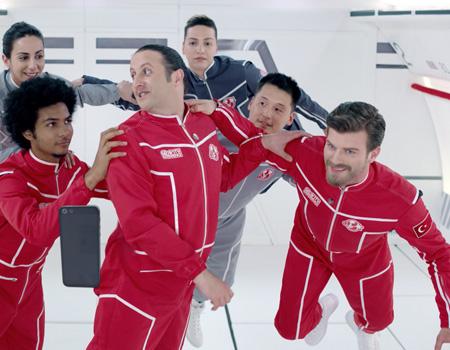 Akbank Direkt'in yeni reklam filmi yer çekimsiz ortamda geçiyor.