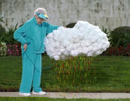Bulut Freddy sevinince Skittles yağdırıyor.