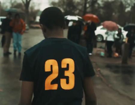 LeBron James evine dönüyor