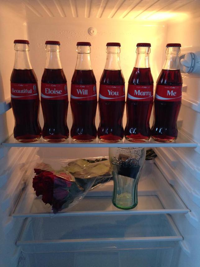 Coca-Cola şişeleri ile evlenme teklifi
