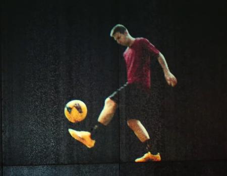 Adidas, Messi ve futbolseverlere bir ayakkabıdan fazlasını vaat ediyor.