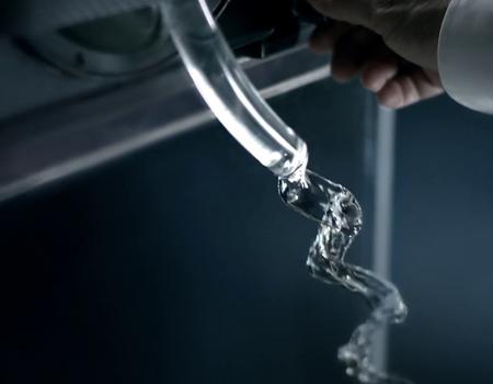 Mercedes'ten 'deneysel' reklam serisi