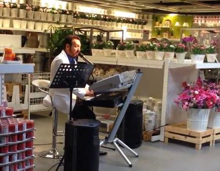 Sosyal medya IKEA'daki Arif Susam'ı konuşuyor