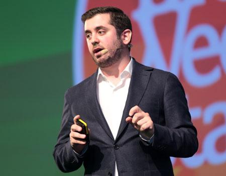 Panos Pachatouridis mobil teknolojilerin artan önemine değiniyor.