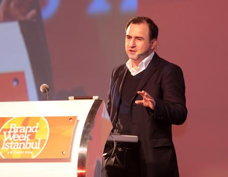 Selçuk Tepeli Brand Week Istanbul'da katılımcılara gazetenin değerini hatırlattı.