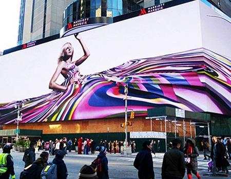 Google'dan Times Square'i kaplayan dev billboard