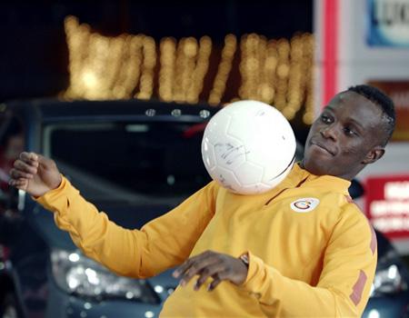 Galatasaray, Fenerbahçe ve Beşiktaş oyuncuları Lukoil reklam kampanyasında buluştu