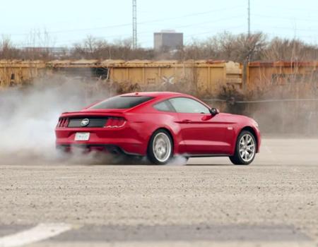 Ford Mustang'ten Sevgililer Günü sürprizi
