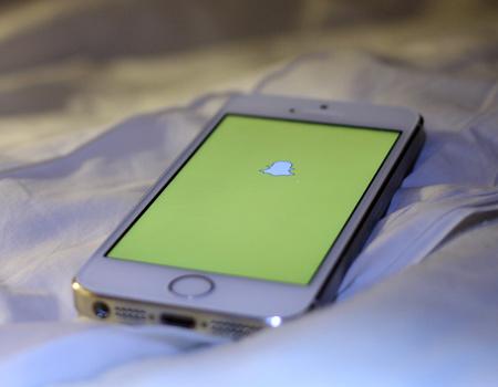 Mavi'den Serenay Sarıkaya ve Kerem Bürsin'le Snapchat röportajı