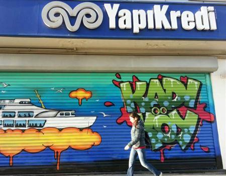 Yapı Kredi şubeleri grafitilerle gençleşiyor