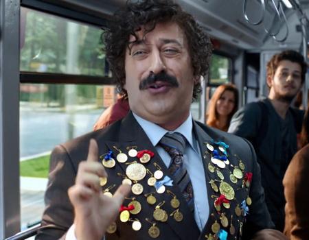 İş Bankası'ndan her otobüse bir Cem Yılmaz