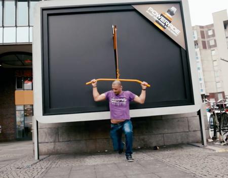 Coca-Cola'dan egzersiz yaptıran billboard'lar