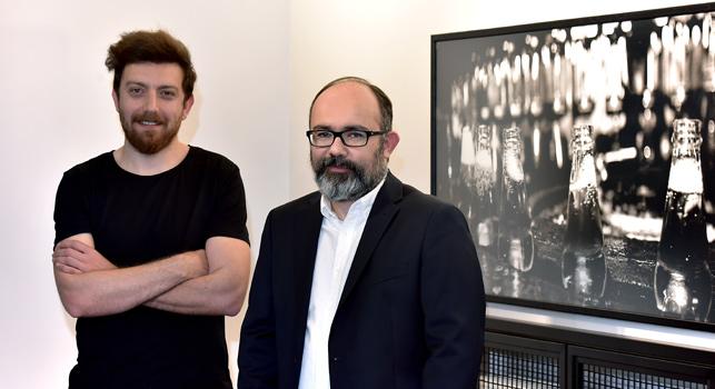 Murat Zengin, Uludağ İçecek Pazarlamadan Sorumlu Genel Müdür Yardımcısı (solda) ve Zafer Külünk, Güzel Sanatlar Kreatif Direktörü