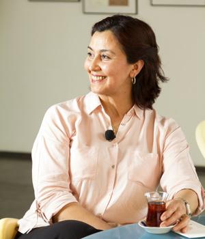 Ajans çaycıları serimizin ilkini M.A.R.K.A ajansın Elif Abla'sı ile yaptık.