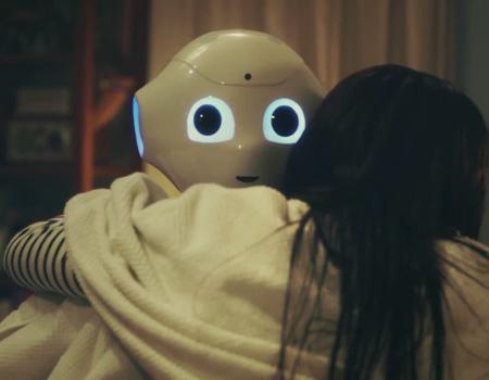 Sevgiye en çok ihtiyacımız olduğu anlarda, duygusal robot Pepper yanımızda.