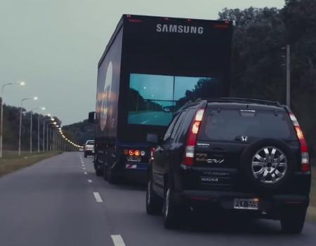 Samsung'dan arkasındaki şoförü özgürleştiren kamyon