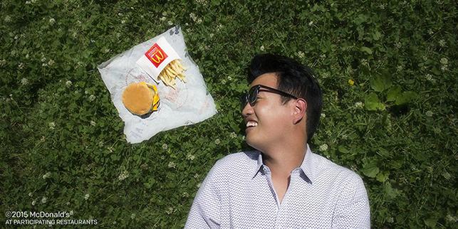 Viral bir fotoğraf serisindeki fikri kopyalamakla suçlanan McDonald's, özür diledi.