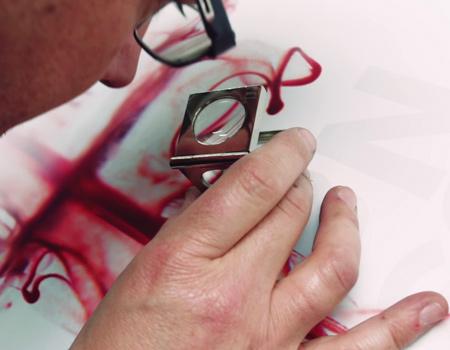 Tasarımcıdan atom bombası anısına kanlı poster
