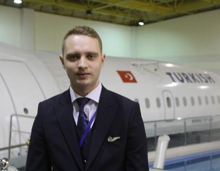 Havada doğdu, uçuş görevlisi oldu: Erkan Geldi