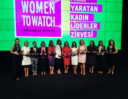 Women to Watch 2015 seremonisinde yılın Fark Yaratan Kadın Liderleri sahnedeydi.
