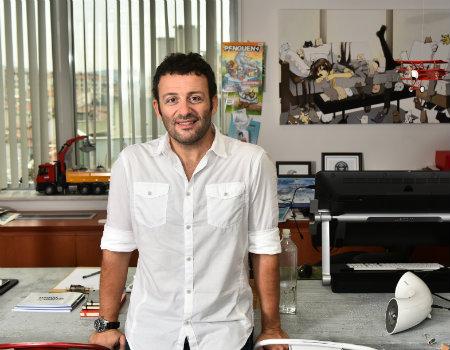 Yaratıcılığın İzinde: Erdil Yaşaroğlu