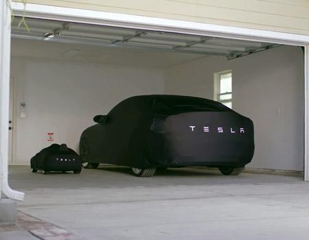 Bebelere balon, çocuklara Tesla Model S