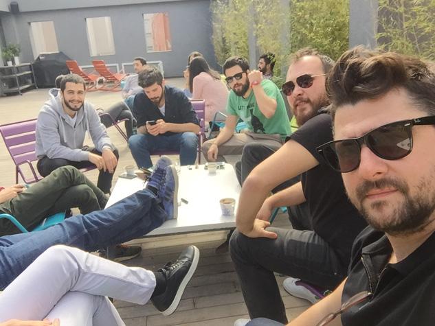 Y&R İstanbul: Öğle yemeği sonrası kahve ve güneş keyfi.