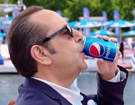 Pepsi'nin yeni reklam yüzü Özkan Uğur