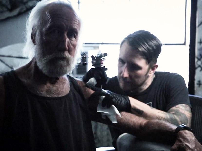 Lee Clow'a 10'uncu yıl dövmesi
