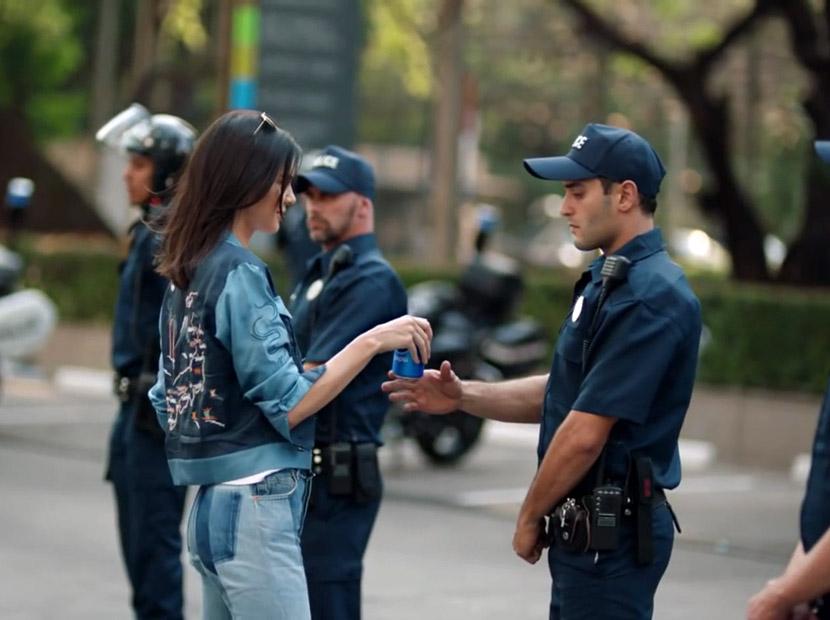 Kendall Jenner'lı Pepsi filmi sosyal medyanın dilinde