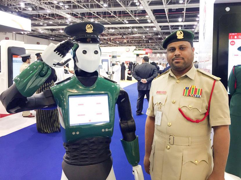 Dubai'de asayiş robot polise emanet