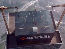 Gökyüzünde bir basketbol maçı