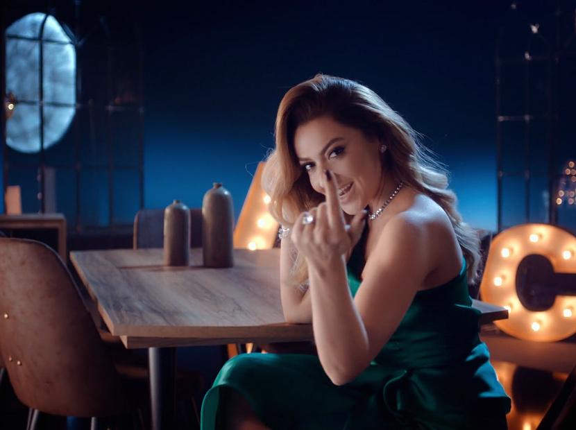 ABC Mobilya'nın reklam yüzü Hadise