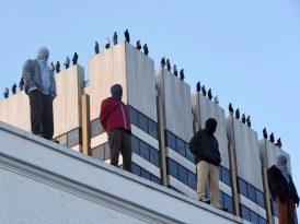 Londra'da hayat kurtaran 84 heykel