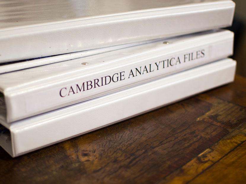 Birleşik Krallık'tan Facebook'a Cambridge Analytica cezası