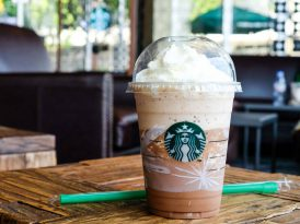 Starbucks plastik pipetlere veda ediyor