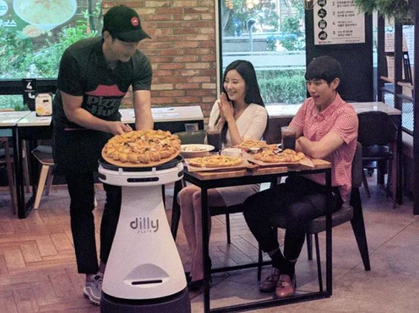 Pizza Hut'tan robot garson atılımı