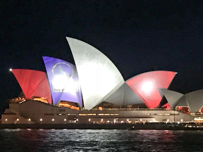 Sidney Opera Evi'nde reklam protestosu