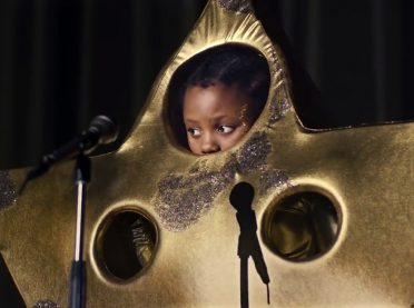 Sahnede gergin bir yıldız