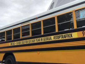 Çocukları koruyan 72 otobüslük bir konvoy