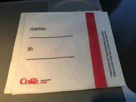 Coca-Cola ve Delta Havayolları'ndan peçete özrü