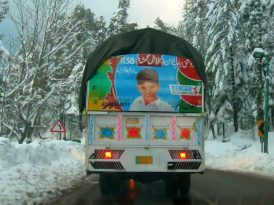 Süslü kamyonlar kayıp çocuklar için yollarda
