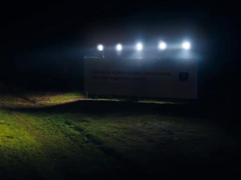 Kendini değil yolları aydınlatan billboard'lar