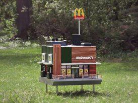 Dünyanın en küçük McDonald's restoranı açıldı