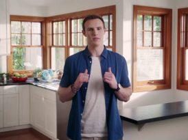 "Microsoft'un yeni reklam yüzü ""Mac"" Book"