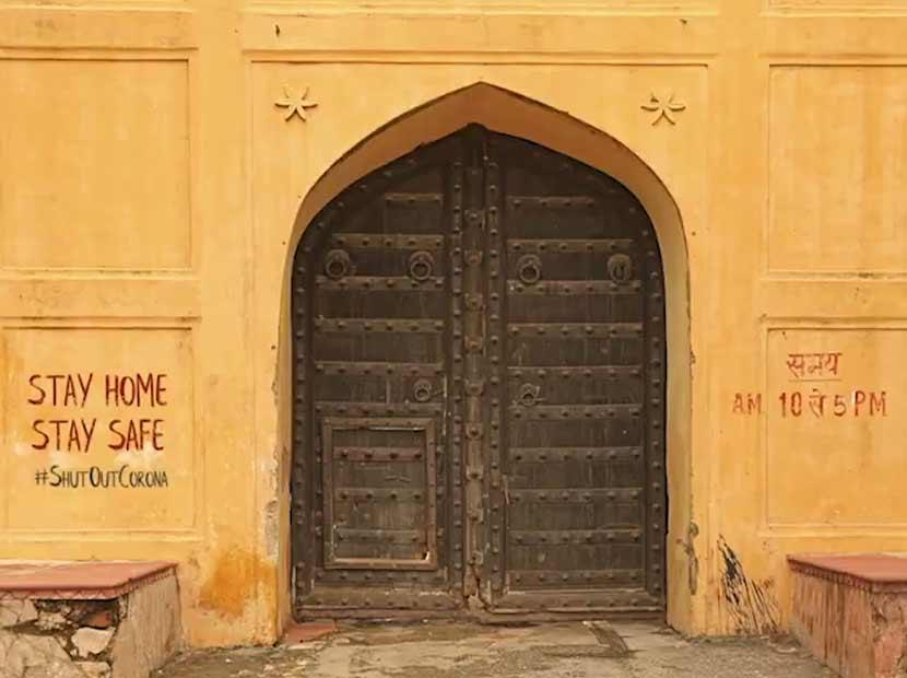 Kapalı kapıların şarkısı