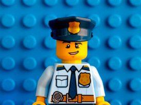 LEGO polis temalı setlerinin reklamlarını kaldırdı