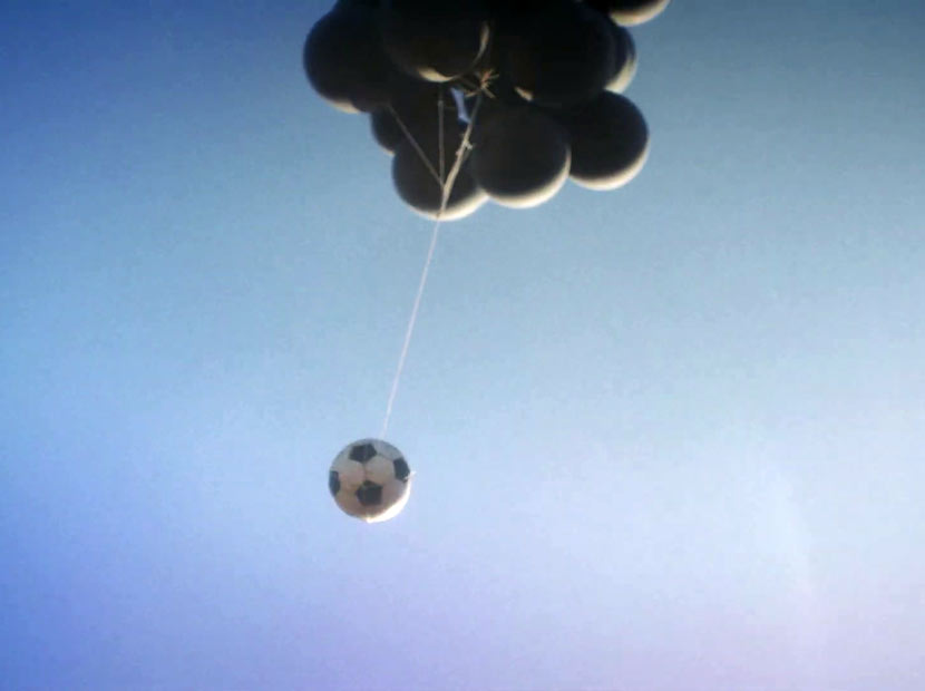Maradona'ya yükselen futbol topu