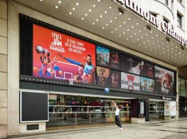 Basketbol potası ilaveli Space Jam billboard'ları